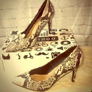 💖 New Snake-print pumps w/low heel 💖